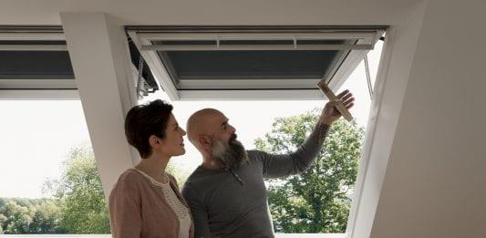 Aké tienenie zvoliť na strešné okno