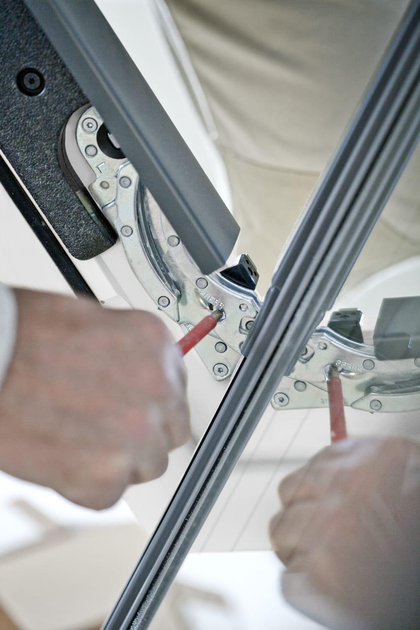 ako opraviť strešné okno